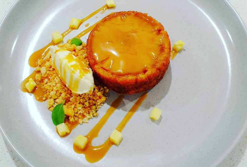 pineapple upside down cake with spiced rum caramel, coconut crumbs and clotted cream. - Chef Dhayanie Williams Recipe - Chatty Bear Chefs Unplugged